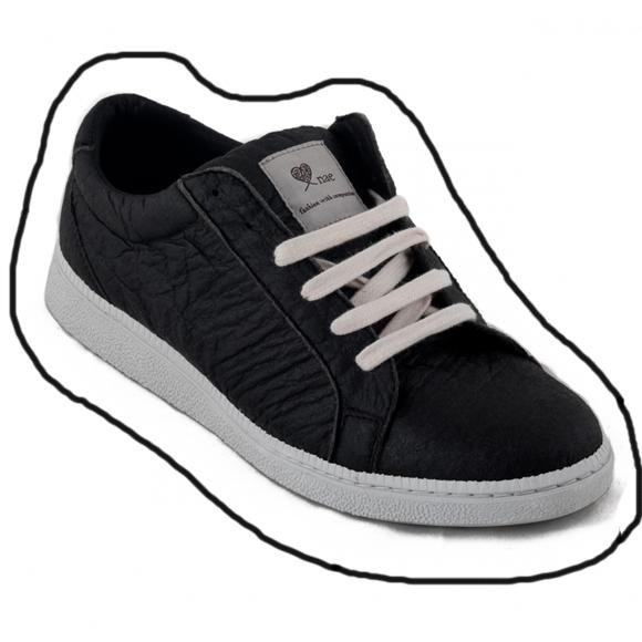 Sneaker Basic Black van NAE is gemaakt van ananasbladeren