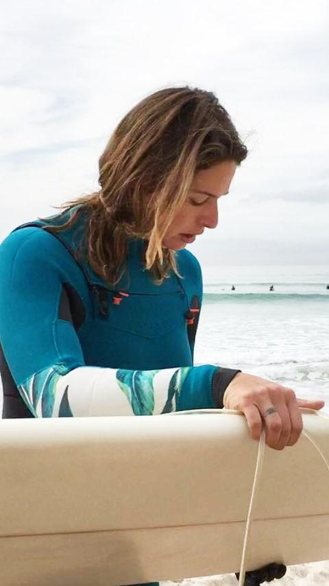 Alice Marzano brengt haar dagen het liefst door op de surfplank